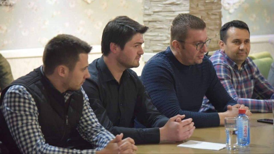 Мицкоски се сретна со младите на Ново Село: Зборувавме за за катастрофата со која се соочуваат а е наметната од власта, но и за иднината