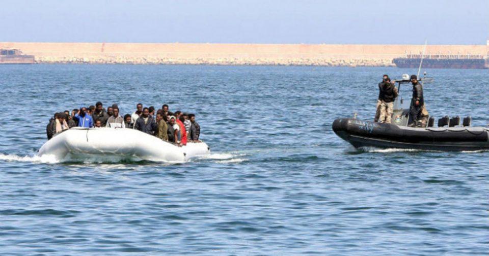 Чамец со 36 бегалци и мигранти пристигна на грчкиот остров Лезбос
