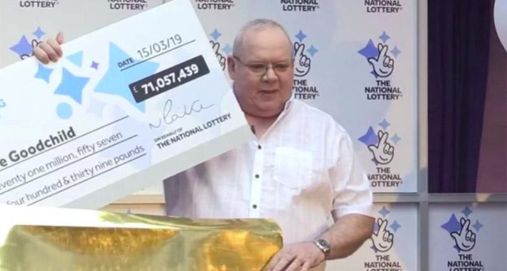 Го напуштила, а потоа тој освоил 71 милион евра на лотарија: Таа сега работи на две места за да преживее