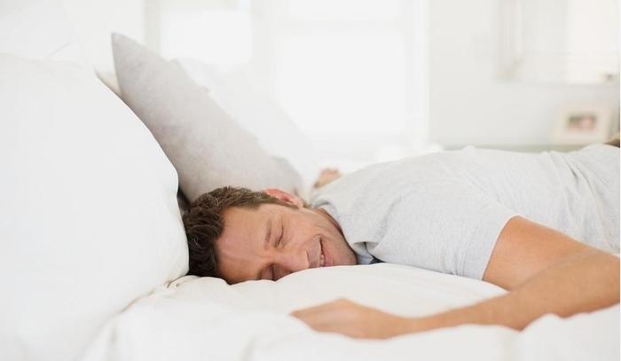 Нудат 16.500 евра за лежење и гледање телевизија: Но во оваа работа од соништата има еден проблем