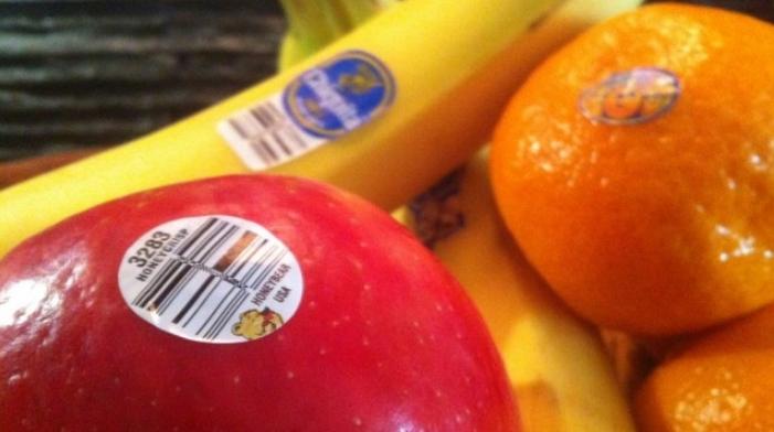 ВНИМАВАЈТЕ КОГА КУПУВАТЕ ОВОШЈЕ: Што значат броевите на лепенките на бананите, портокалите, јаболката?