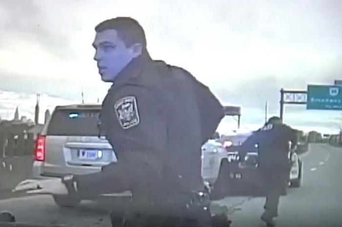 За малку ќе ги прегазеше полицајците со 160км на час: Ја бркале низ цел град, а кога ја запреле објаснувањето ги шокирало (ВИДЕО)
