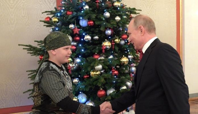 Почина од леукемија момчето на кое Путин му ја исполни животната желба