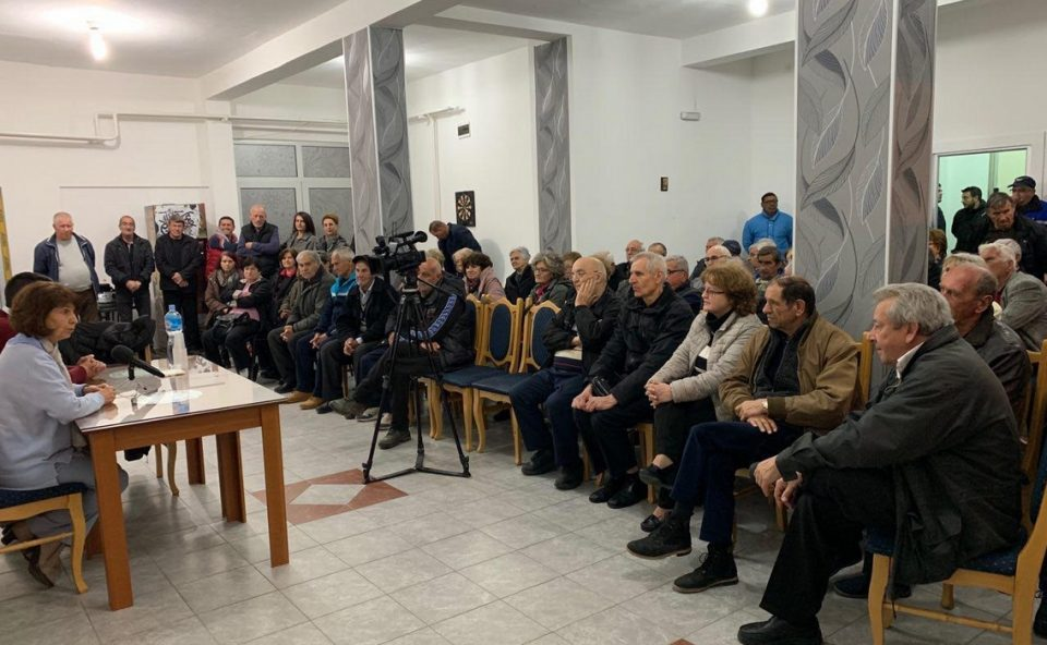 Силјановска Давкова: Наместо да се зголемуваат пензиите како што беше ветено, пензионерите секој месец се разочаруваат од помалите примања