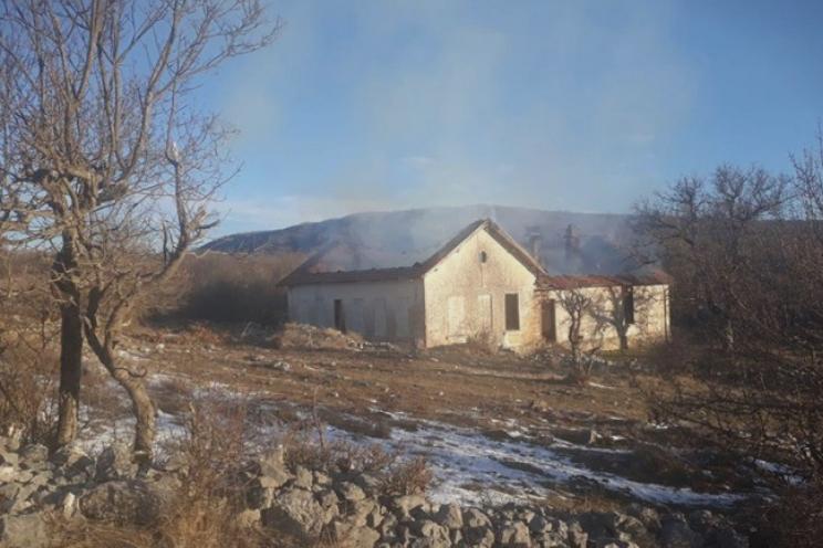 Мигранти запалиле училиште во БиХ
