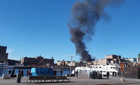Автобус експлодира во центарот на Стокхолм (ВИДЕО)
