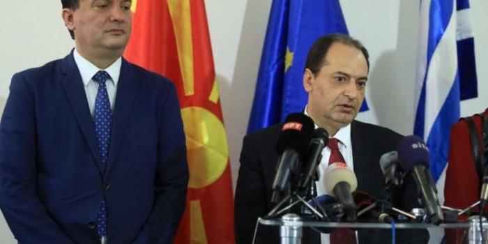 Спирцис со Сугаревски: Нема шанса да се смени името Македонија на аеродромот во Солун