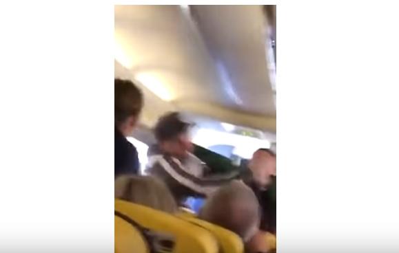 Жестока тепачка во авион: Патник заврши со изгризан нос (ВИДЕО)