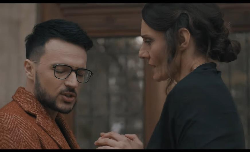 """Емотивен текст и мелодија која допира до срце: Ќе уживате во песната """"Мајко"""" на Влатко Лозаноски (ВИДЕО)"""