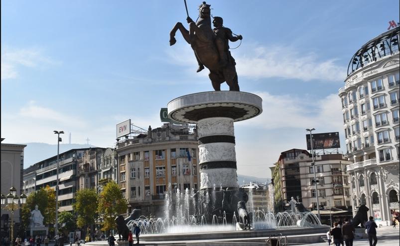 """Грците сакаат да го земат од Скопје споменикот """"Воин на коњ"""", во замена ќе ни го пратат атинскиот """"Тркач"""""""