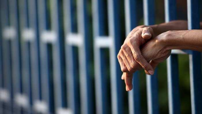 Притвор за наставник од Гостивар кој во училница бакнал малолетничка