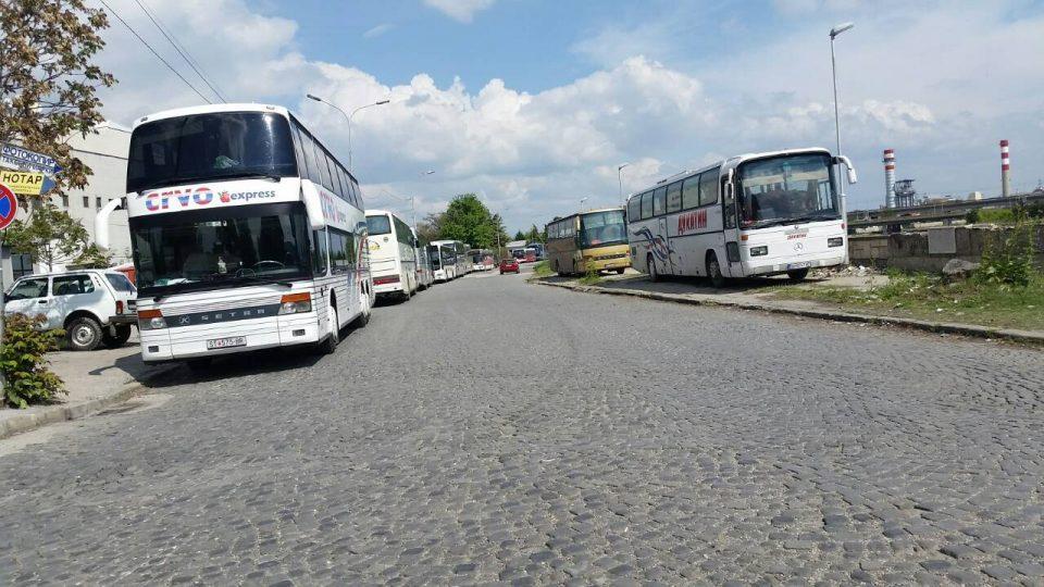 ФОТО: Многу автобуси, малце граѓани- СДСМ, Заев и Пендаровски останаа без поддршка од граѓаните на Македонија