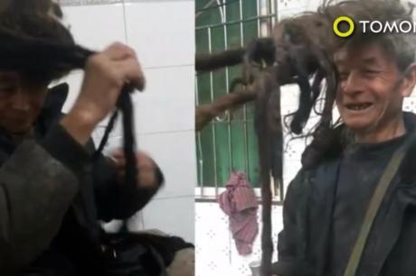 ВИДЕО: Не се шишал 54 години- косата му е долга 5,5 метри, 3 часа му требаат да ја измие и исуши