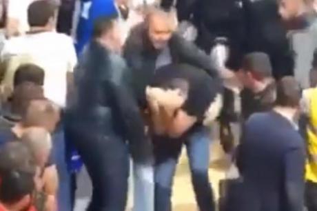 Инцидент во Подгорица- додека полицајците го држеа, доби неколку боксови во глава