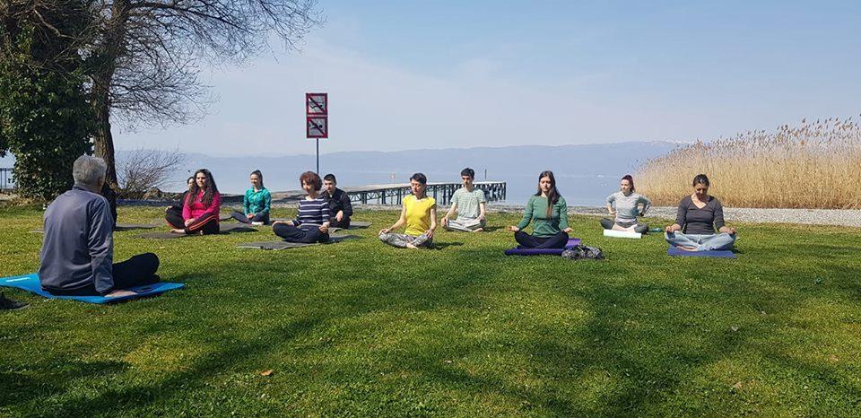 Силјановска на јога крај брегот на Охридското Езеро (ВИДЕО)