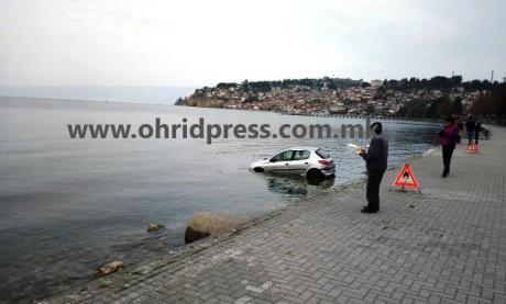Откриена причината поради која возило заврши во водите на Охридското езеро