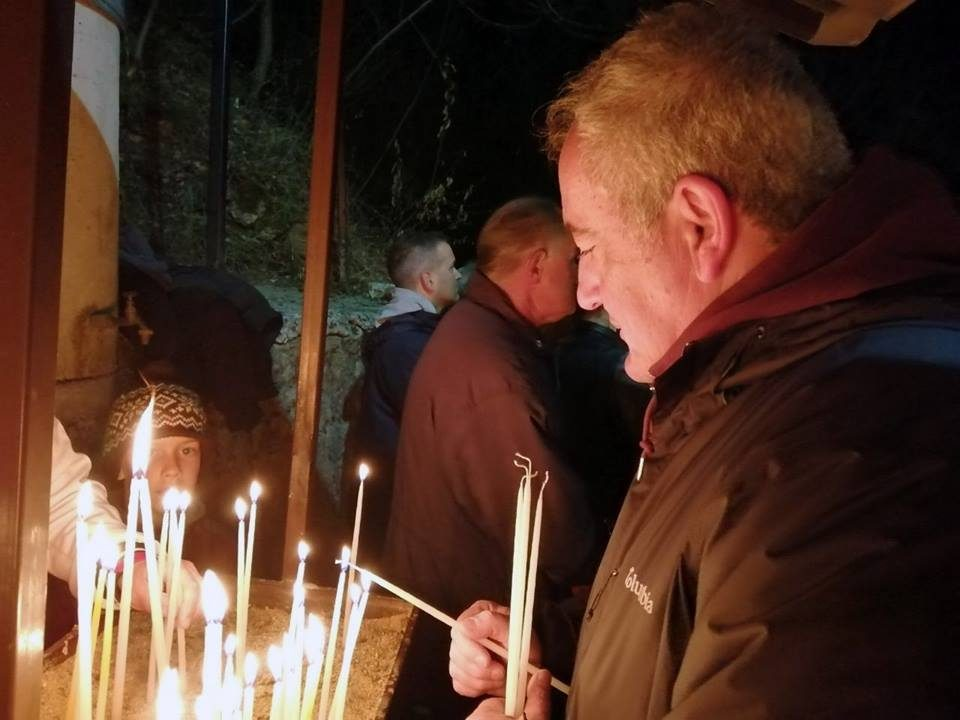 Милошевски во манастирот во Рача по повод Благовец: Традициите треба да продолжат да се негуваат и во иднина