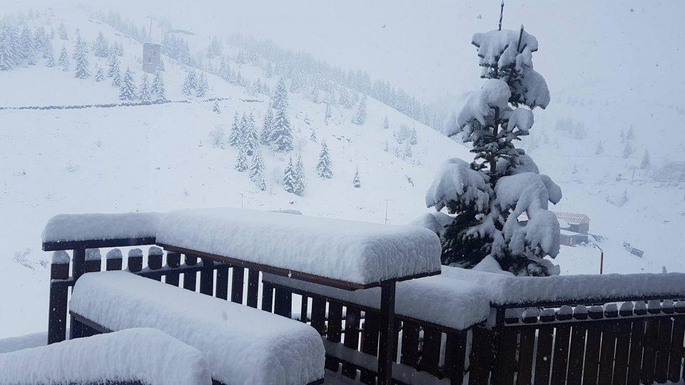 ФОТО: Снежна бајка на Попова Шапка