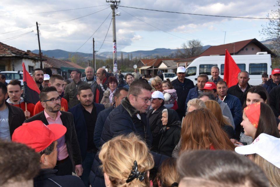 Мицкоски во посета на Ранковце: Македонија не може да оди напред со политичари како Заев и Пендаровски