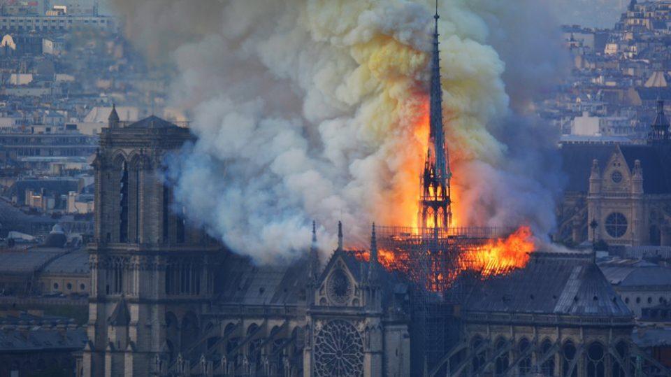 Поднесена тужба поради загадување по пожарот во катедралата Нотр Дам