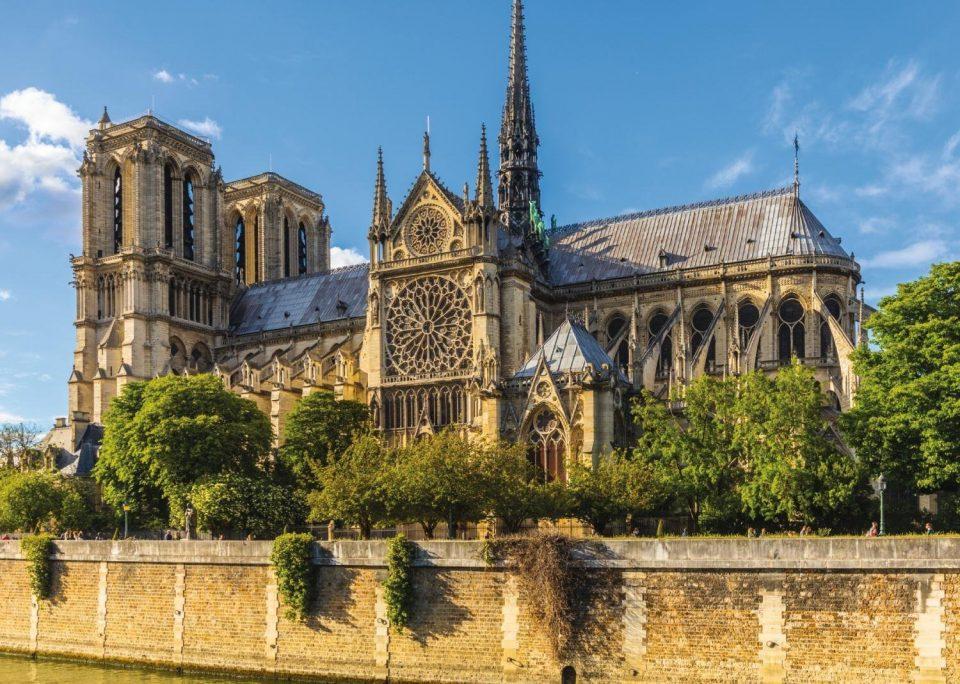 ШТО ЗАГУБИ СВЕТОТ? Нотр Дам – симбол на Париз, ремек дело на светската архитектура (ФОТО)