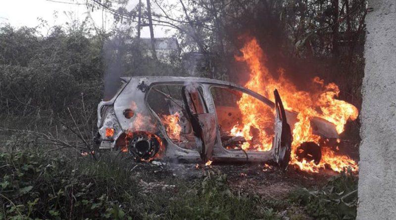 """Ексклузивно видео: Во пламен возилото на ограбувачите на """"НЛБ банка"""""""