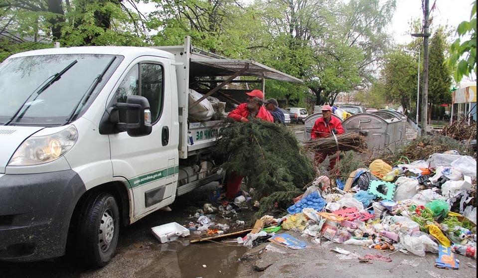 ФОТО: Расчистена дива депонија во населбата Лисиче
