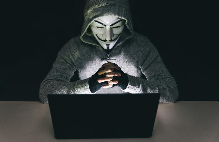 """""""Анонимуси"""" се заканија: Пуштето го Асанж или ќе платите!"""