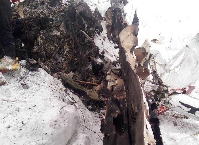 Страшна глетка: Прва снимка од местото на авионската несреќа, четири тела откриени под остатоците од Цесната (ВОЗНЕМИРУВАЧКО ВИДЕО)