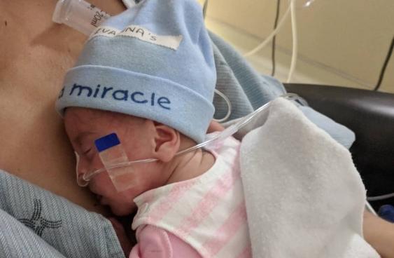 Бебето Ивана е најмалиот херој во светот: Сите прогнозирале дека не може да преживее, но погледнете во каква битка победи