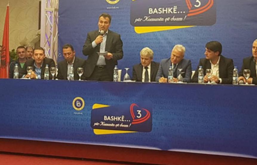 Функционерите на ДУИ му го возвраќаат ударот на потпретседателот на СДСМ