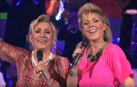 Славната српска пејачка била во врска со 16 години помладиот пејач- фатени заедно
