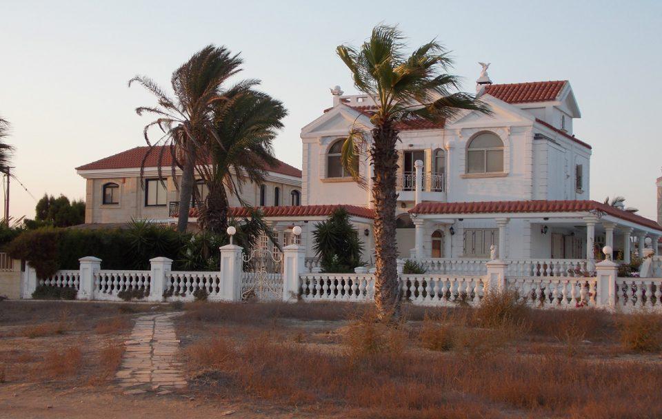 """Влегол во вилата на Кипар, а кога дошла полицијата крвта им се заледила од неговите зборови: """"Немојте да ме апсите Цеца е моја жена"""""""