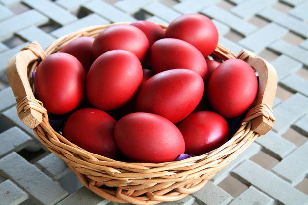 Првото вапсано јајце е Божјо, Божјарче- домаќинките вапсаа јајца, ова се обичаите за денеска