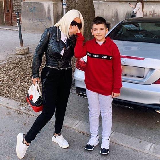 Дара Бубамара сподели фотографија во танга, а нејзиниот 10 годишен син ги запрепасти сите со неговиот коментар за неговата мајка (ФОТО)