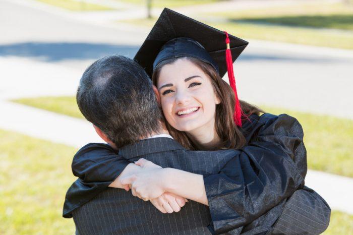 Заедничка прослава во Турција: Татко и ќерка дипломираа во ист ден на ист факултет