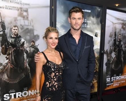 ФОТО: Таа е сопруга на најубавиот холивудски заводник- и по раѓањето на три деца изгледа неверојатно