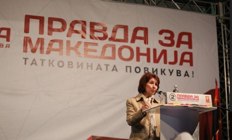 Силјановска Давкова: Ние како во химната се бориме за своите правдини, тие се вознемирени затоа што во химната ја нема Северна