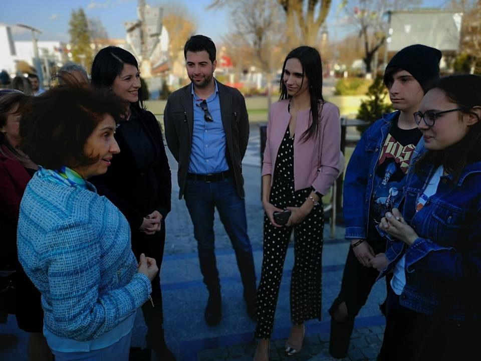 АНКЕТА: Младите даваат најголема поддршка за професорката Силјановска Давкова