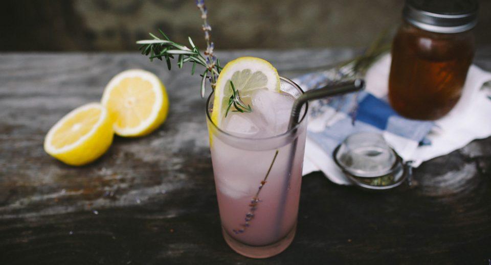 Три напивки за регулирање на хормоните кои жените треба да ги пијат секој ден