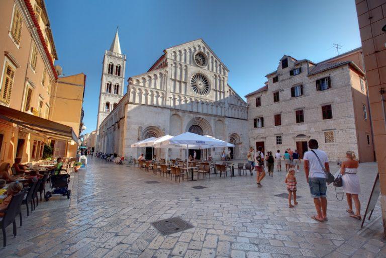 Одмор во Хрватска станува луксуз: Цените се изгор, хамбургер 1348 денари, капучино за 366