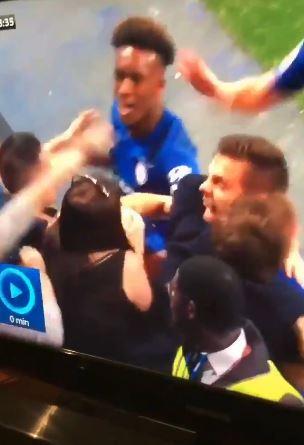 Вистински фудбалски фанатик: Игуаин даде гол, а таа реши да го почести- му ја притисна главата меѓу нејзините гради (ВИДЕО)