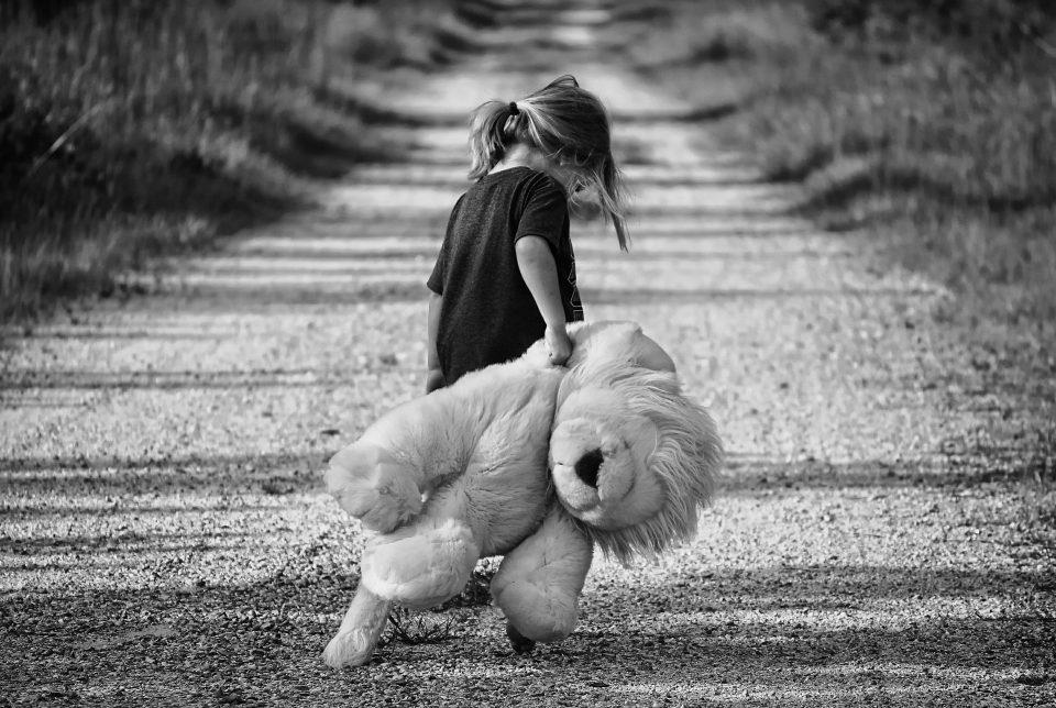 Не им го уништувајте детството, кога ќе пораснат нема да се сеќаваат на времето поминато на таблет и мобилен