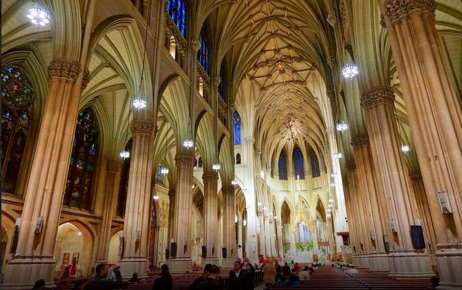 Уапсен маж со бензин и запалка во катедралата во Њујорк