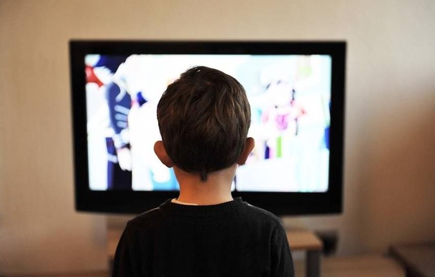 СЗО: На децата треба да им се ограничи времето поминато пред ТВ екран
