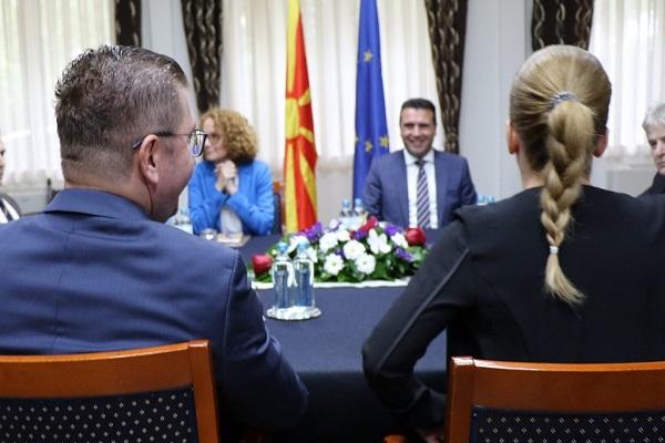 Бомба од Мицкоски: Заев ми нудеше влез во Влада и министерства за да го прифатам Договорот со Грција, јас го одбив, честа нема цена!