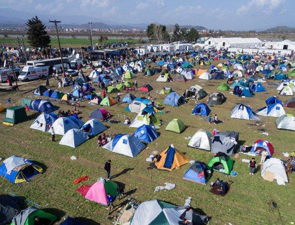Солун: Запрен воз во кој група мигранти се обиделе да дојдат до границата со Македонија