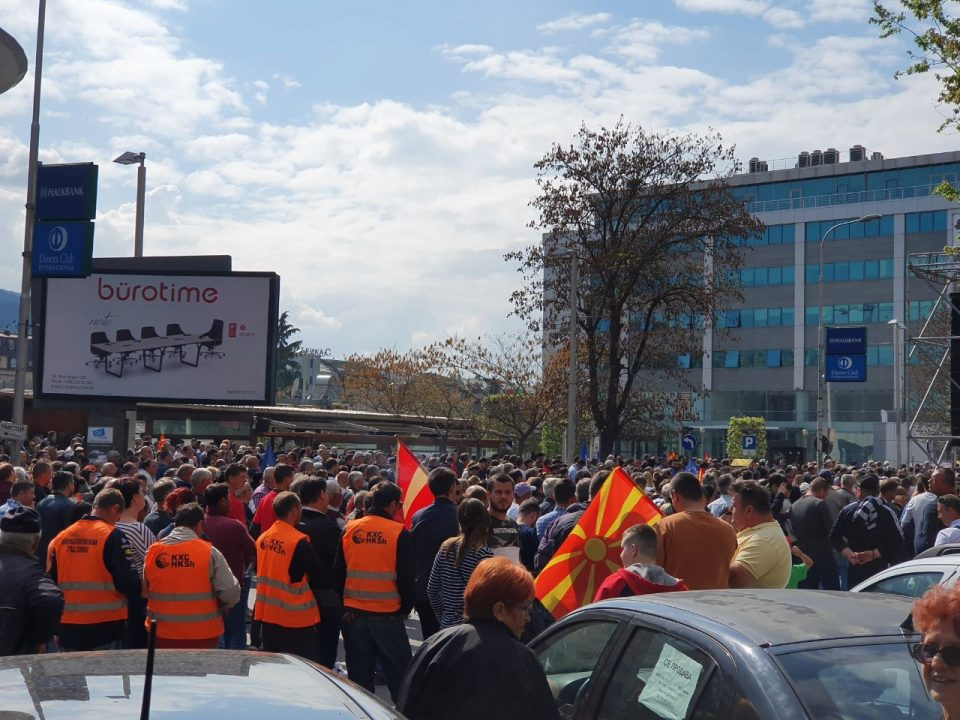 ФОТО: Шилегов ги тера вработените од комунална хигиена да присуствуваат на митингот