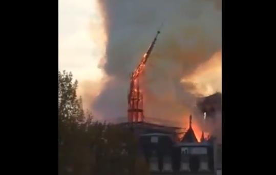 Видео кое со болка ќе го гледате: Голем пожар ја проголта Богородичната црква, моментот на урнисување