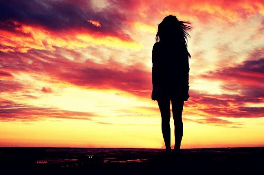 Моментот кога ќе сфатиш дека личноста којашто ја сакаш не ти ја возвраќа љубовта…